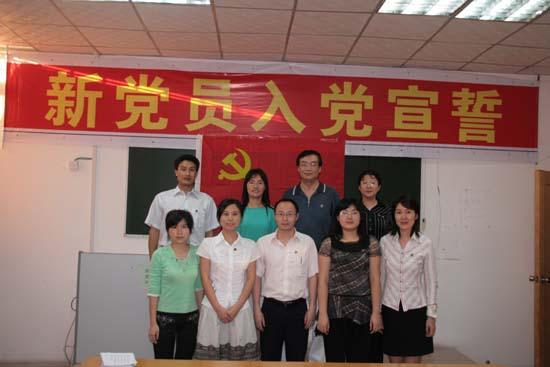 学生第一、第二党支部教工支部委员合影