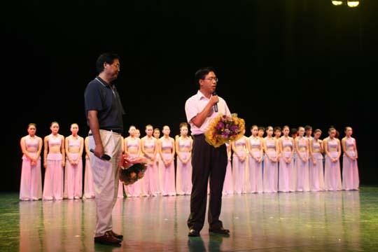 珠海市新经济组织工委张明明书记在晚会上致词