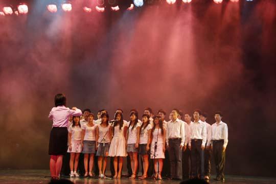 """汉胜公司""""新同学""""合唱表演"""