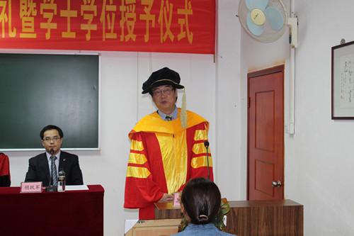 施隆光董事长向毕业生送上祝福
